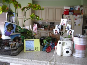 instax photo message corner via https://itsjoulife.wordpress.com/2013/04/02/a-blissful-30th-birthday/