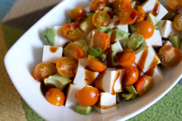 { recipe } summer favorite eats | 4-ingredient avocado + tofu + tomato salad via itsjoulife - http://wp.me/p3cljj-ep