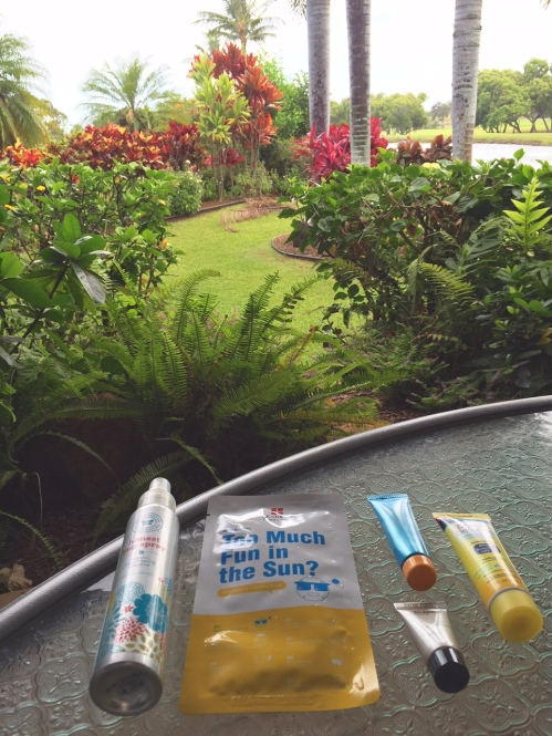 What's in my beauty bag? Paradise edition // https://itsjoulife.wordpress.com/2016/07/19/whats-in-my-beauty-bag-paradise-vacation-edition-beauty